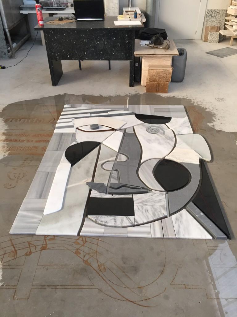 La empresa sigue con su política de desarrollo dentro de su departamento de I+D+I, en la creación de nuevos productos que enriquezcan e mercado de la alta decoración gracias a sus posibilidades técnicas (waterjet, mecanizado con robot, texturas, escultura, diseño personalizado,...)